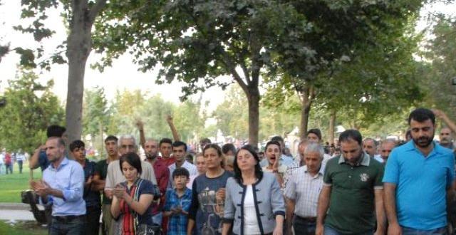 Diyarbakır'da Hdp'den Operasyonlara Tepki Yürüyüşü