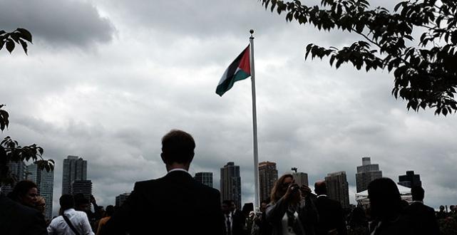 Filistin Devleti bayrağı göndere çekildi dünya yankılandı