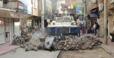 Polis, Diyarbakır'da barikat ve hendekleri böyle yıktı!