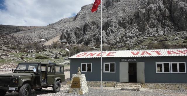 Hakkari'de askeri birliğe roketatarlarla saldırı