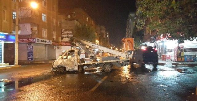 Araç yakan pkk üyeleri polise ateş açtı