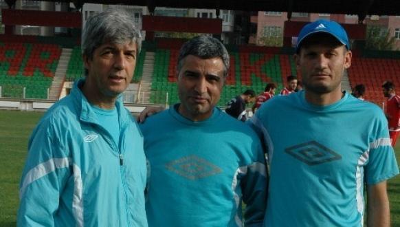 Turhan Özyazanlar'ın Ani Kaybı Diyarbakır'ı Derinden Üzdü