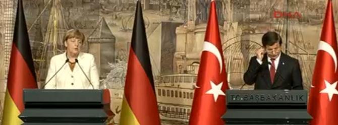 Davutoğlu ve Merkel'den ortak basın açıklaması