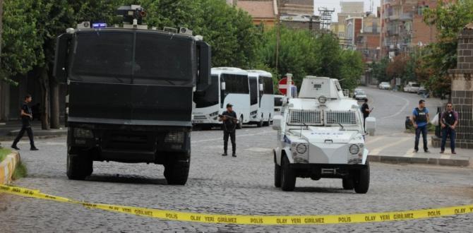 Yenişehir'de yasak kalktı, Sur'da devam ediyor