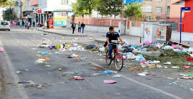 Olaylar sonrası Diyarbakır Caddelerde Temizlik Başlatıldı