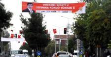 Davutoğlu İçin Kürtçe 'Kürt-Türk İttifakı' Afişleri Asıldı