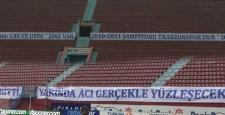 Trabzonspor'un maçında Fenerbahçe'nin pankartına cevap