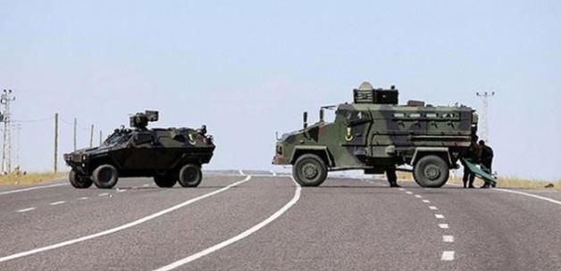 Hakkari'de kaygan yolda askeri araç devrildi!
