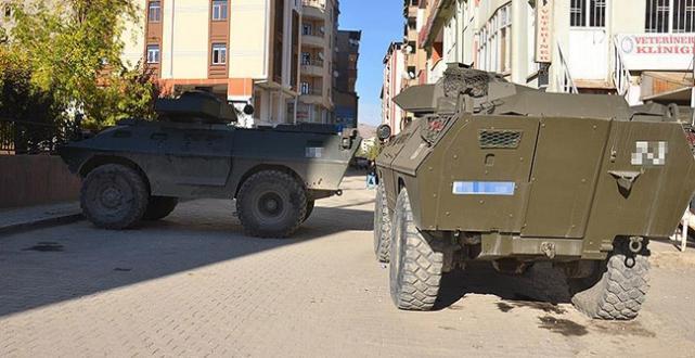 Hakkari Şemdinli'de bomba yüklü araçla saldırı