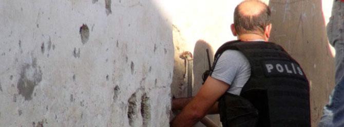 Polis duvarlarda mermi çekirdeği aradı