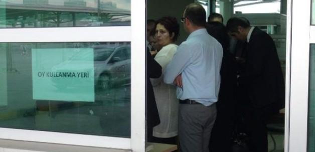 Sınır kapıları, oy verme işlemlerine hazır