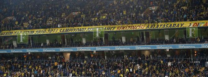 Şükrü Saracoğlu'nda olay pankart