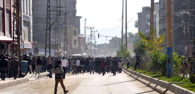 Yüksekova'da hendek çatışması: 2 ölü