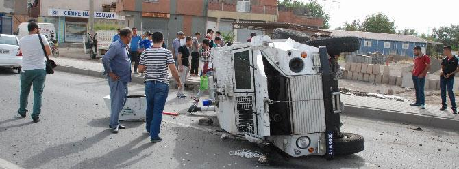 Zırhlı aracın lastiği fırladı, 3 polis yaralandı