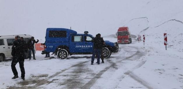 290 köy yolu ulaşıma kapandı