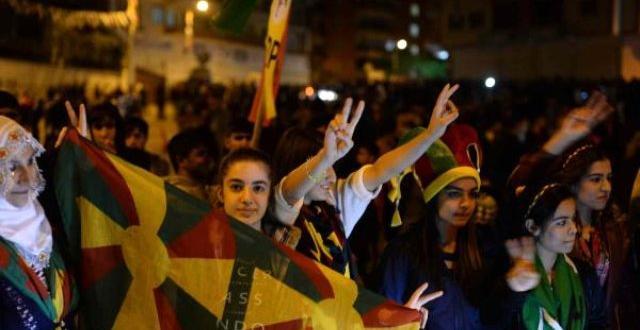 Diyarbakır'da Olaylar Çıktı 1 Kişi Silahla Yaralandı