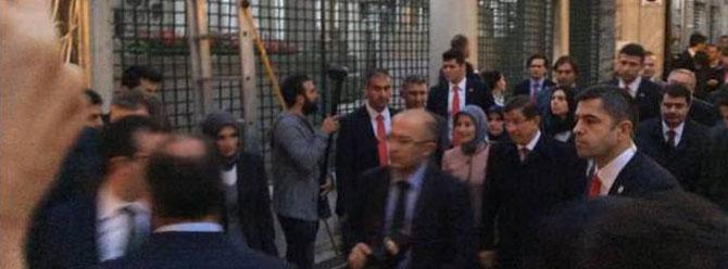 Erdoğan'dan sonra Davutoğlu da camide namaz kıldı