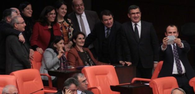HDP Meclis'te MHP'nin yerini kaptı!