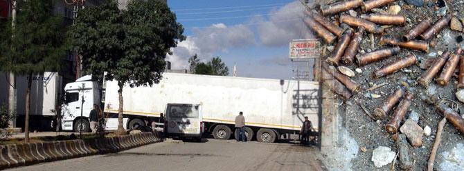 Nusaybin'de yol kapatan PKK'lılar polisle çatıştı