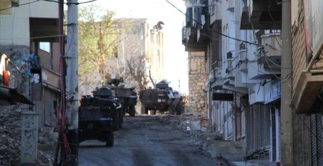 Silvan Gün Boyu Silah ve Bomba Sesleriyle Yankılandı