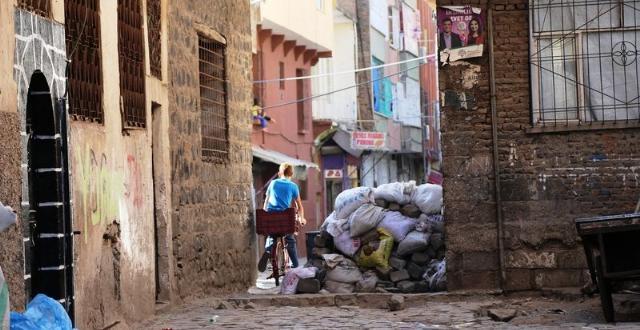 Sur'da Vatandaşlar Ezan Sesine Hasret Kaldı