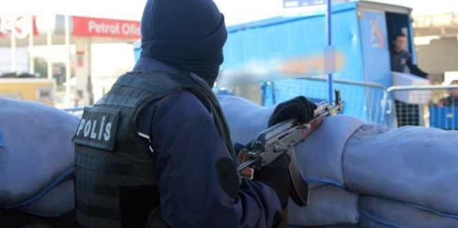 Diyarbakır Sur'daki Çatışmalarda 2 Polis Yaralandı