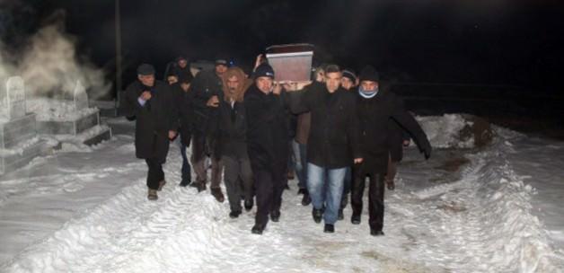 Cenazeler eksi 22 derecede toprağa verildi