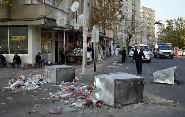 diyarbakir-da-3-gundur-cop-toplanmiyor-7975311_8665_m (1)