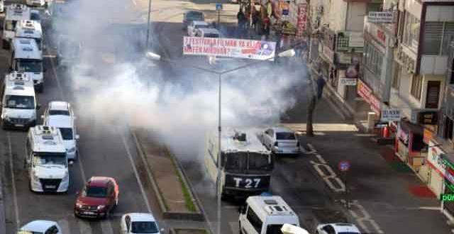 Ofis'te yürüyüş yapan grup ile polis arasında gerilim