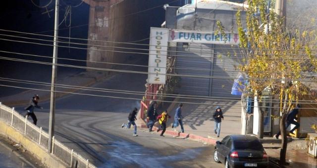 diyarbakir-karisti-valilik-ablukaya-alindi-7970873_5954_m
