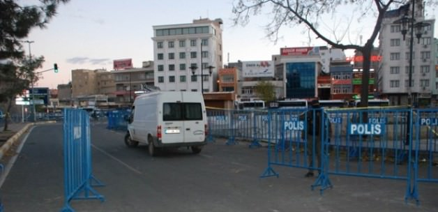 Diyarbakır'da polis helikopterine roketli saldırı