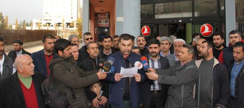 Sokaga cikma yasagi ve catismalarin devam ettigi Diyarbakir'in Sur ilcesinde gunlerdir isyerini acamayan esnaf isyan etti. Ilceye yakin bir noktada bir araya gelen Sur esnafi ortak bir aciklamaya yaparak, yasadiklari magduriyeti dile getirdi.