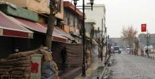 Sur'da yasağın kalktığı Gazi Caddesinde Mevziler