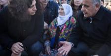 Diyarbakır'da Sur operasyonlarına karşı oturma eylemi