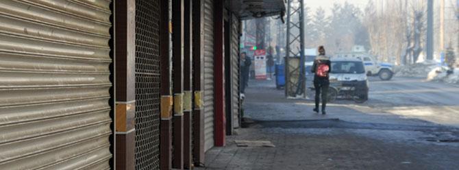 Yüksekova'da yine kepenkler açılmadı