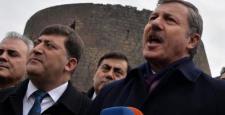 AKP'li Özdağ Sur'da silah sesleri arasında konuştu: Şehri daha