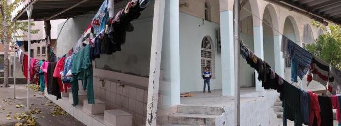Çatışmalar sürüyor:Bazı aileler camiye sığındı