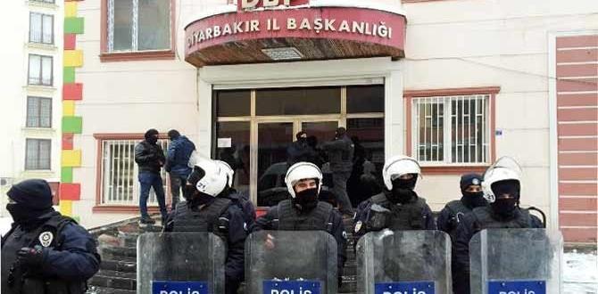 Diyarbakır'da DBP il binasına polis baskını