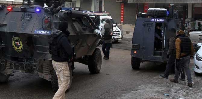 Diyarbakır'da kadın öğretmen evine gelen kurşunla yaralandı