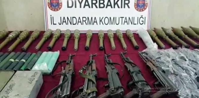 PKK'ya ait olan araçta silah ve mühimmatlar ele geçirildi