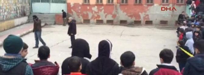Diyarbakır'da okul bahçesine bomba attılar
