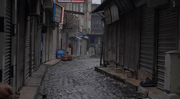 Sur'da Kanas (Sniper) ile vurulan 1'i ağır 3 polis yaralandı