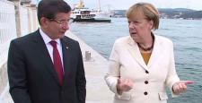 Davutoğlu, Merkel'le telefonda görüştü: YPG'ye saldırılar devam