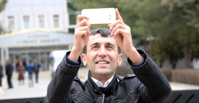 """Diyarbakır Adliyesi önünde """"Selfie"""" çekti, dünya başına yıkıldı"""