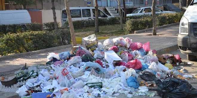 Diyarbakır'da çöpler yine yerlerde kaldı