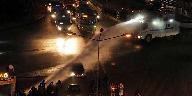 """Diyarbakır'da """"Sur ve Cizre"""" eylemleri yine olaylı bitti"""