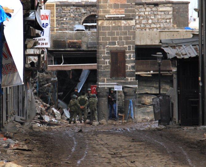 diyarbakir-valiliginin-sur-ilcesindeki-vatandaslarin-catisma-bolgesinden-002