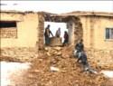 Van'da; Dağdan kopan kaya evi deldi geçti