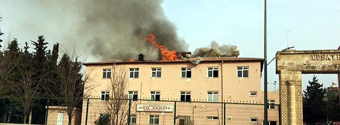 Nusaybin'de PKK'lılar tahliye edilen hastaneyi yaktı