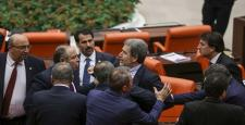 AKP ve HDP'li vekiller mecliste kavga etti